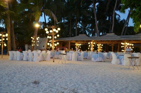 Sea Wind Boracay Island: A really nice dinner setting.