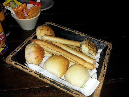Puerto Bambu Resto Bar: Canasta de pan