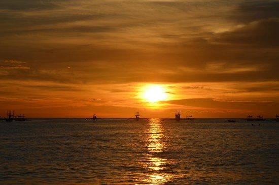 Sea Wind Boracay Island: The beautiful sunset.