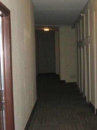 Hôtel Chicoutimi : Corridorr - aisle