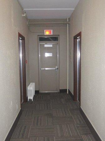 Hôtel Chicoutimi : Corridor Radiateur en prime