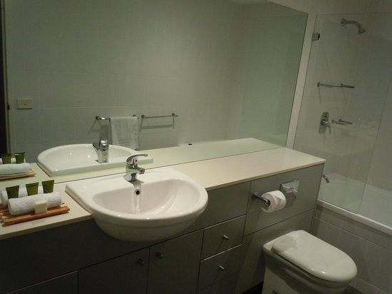 Mantra Aqua: 2nd Bathroom