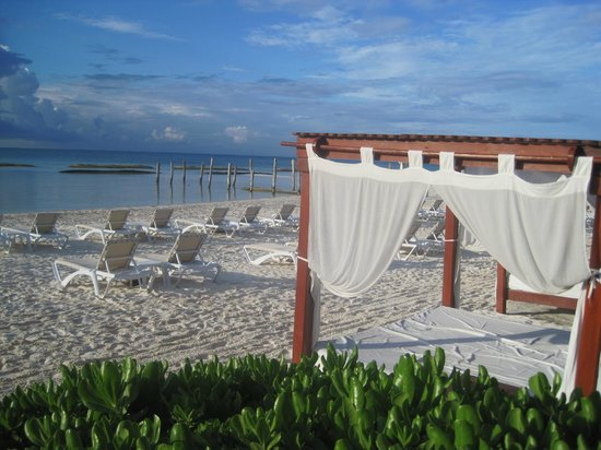 El Dorado Maroma, by Karisma : Bed on the Beach