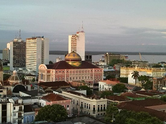 Hotel Saint Paul : El Teatro Amazonas y al fondo el Río Negro