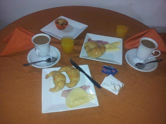 Petit Hotel Si Mi Capitan: Desayuno