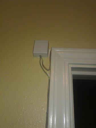 Blackwater Inn Milton : Phone jack box in the bathroom ?? That high up??