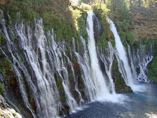 McArthur-Burney Falls Memorial State Park: Side view of the falls