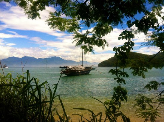 Lopes Mendes Beach : first beach of our hike to Lopes Mendes
