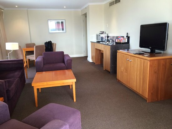 Rydges South Bank Brisbane : Living/Dining area