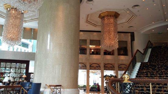 Island Shangri-La Hong Kong: Main floor (6th) near lobby