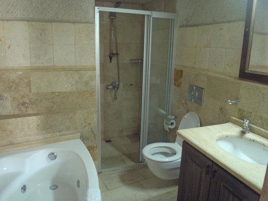 Dervish Cave House: Very nice bathrooms