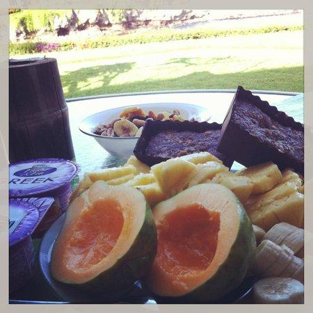 Napili Point Resort: Morning Breakfast on the Lanai/Patio