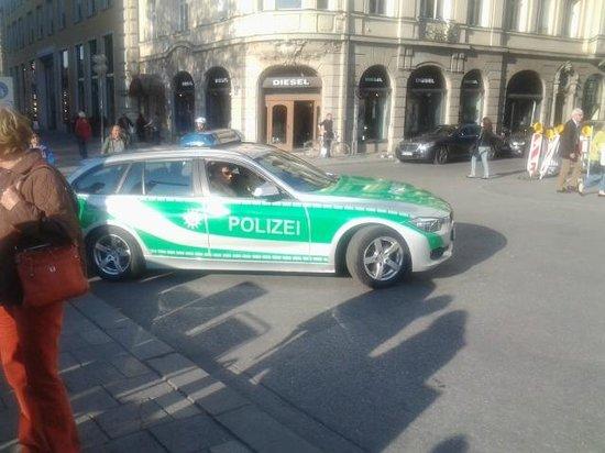 Radius Tours : BMW POLICIA