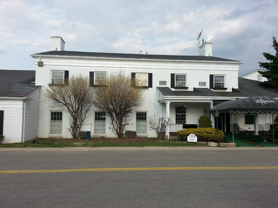The Aurora Inn Hotel & Event Center: Half of the Inn