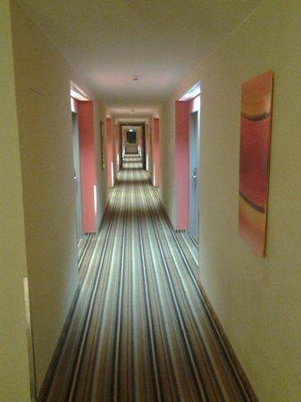 Holiday Inn Express Munich Airport: grounds