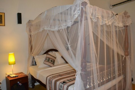 Fort Bliss Galle: Romantic bed