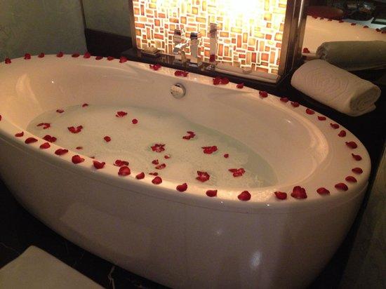 Sofitel Mumbai BKC : Rose petal bath