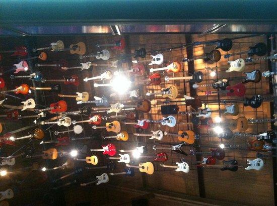 Hard Rock Cafe : Guitars forever!