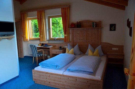 Hotel Restaurant Cafe Neu-Meran: Lovely room