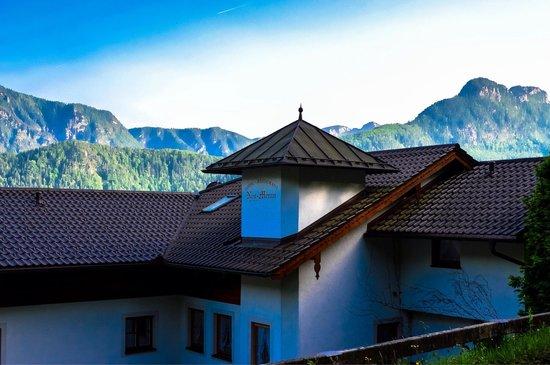 Hotel Restaurant Cafe Neu-Meran: Beautiful setting
