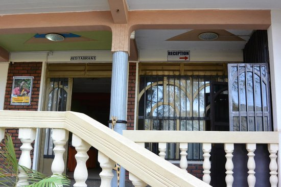 Mount Kigali Hotel: Front of building. Door on left is to dining room. Door on right is to reception.
