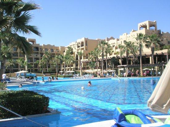 Hotel Riu Santa Fe: Pool in the morning.