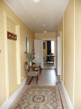 Abbey's Cottages : Light and airy entrance hall
