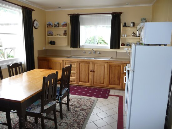 Abbey's Cottages: Eat in kitchen