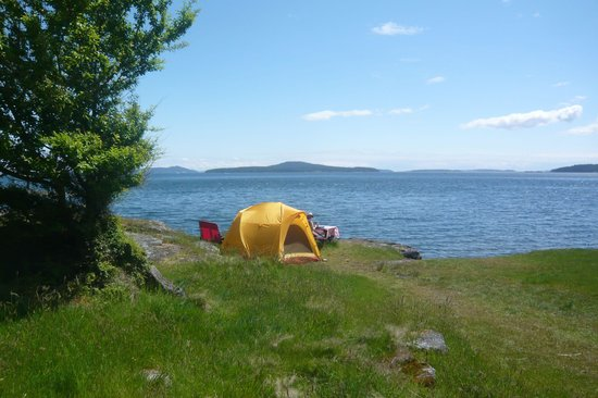 Ruckle Provincial Park: Walking in from parking lot