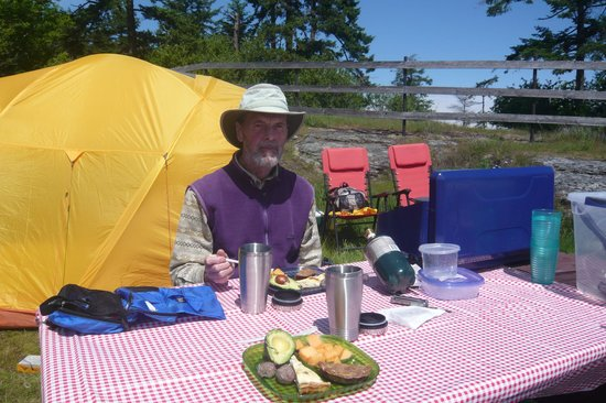 Ruckle Provincial Park: Lunch by the waterfront