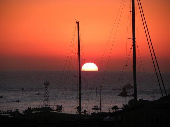 Portofino de Cabo Resort: Sunrise over the harbour.