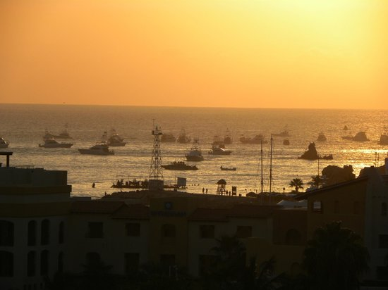 Portofino de Cabo Resort: Fishermen taking off in the morning for those who like some of the best fishing in the world.
