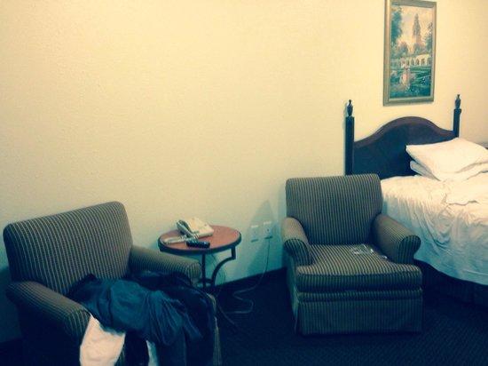 Economy Inn: Lots of space!