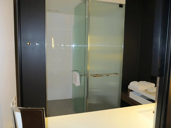 Crown Metropol Melbourne: Shower on left and toilet on right