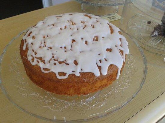 Maunsel Lock: Lemon & Elderflower Cake