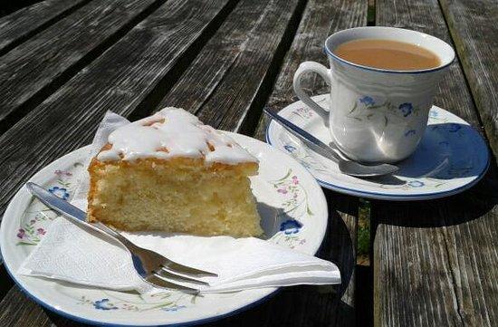 Maunsel Lock: Time for Tea & Cake!