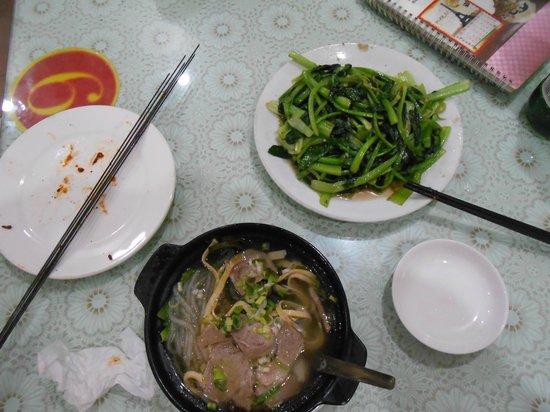 Shazhou Market: 羊の砂鍋と野菜の炒め物