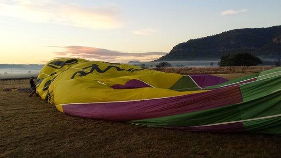 Balloon Aloft Hunter Valley Day Tours: Unpacking the balloon