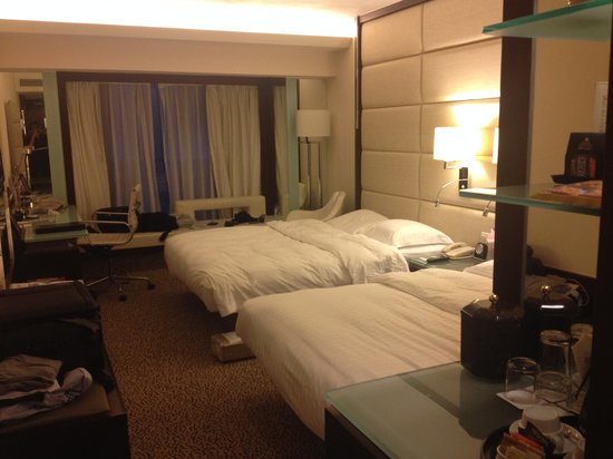 Regal Kowloon Hotel: Bedroom