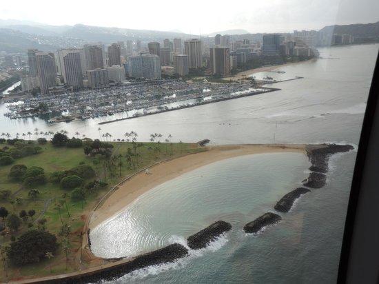 Blue Hawaiian Helicopters - Oahu: View over Magic Island and Waikiki