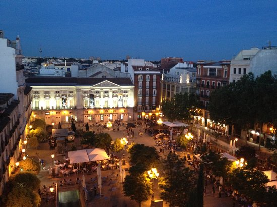 ME Madrid Reina Victoria : Plaza Santa Ana