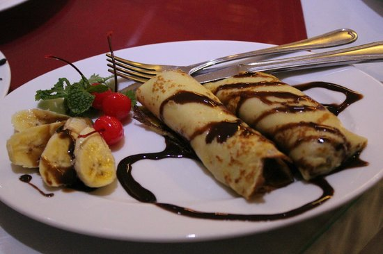 Hanoi Serene Hotel : 朝食のパンケーキ(バナナ・チョコレート)