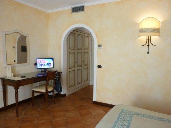 La Vecchia Fonte Hotel : particolare camera da letto