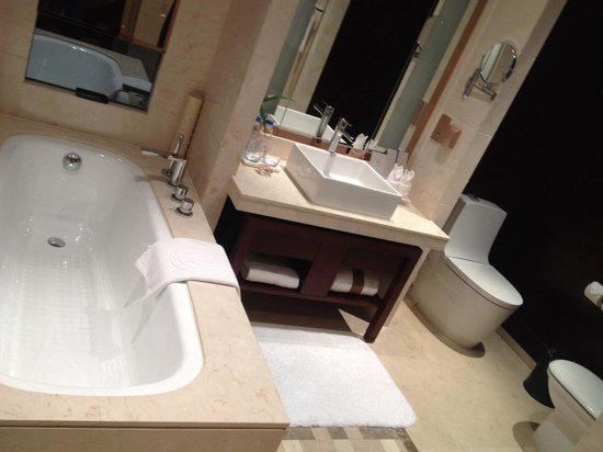 Tang Dynasty West Market Hotel: Wash room