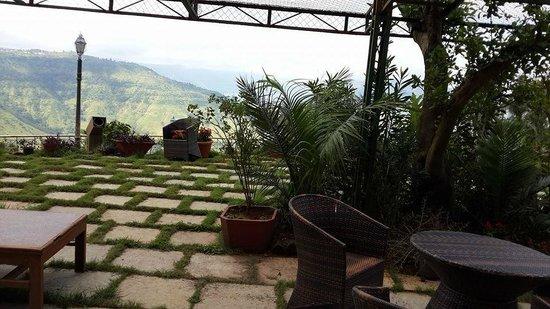 Ravine Hotel: patio