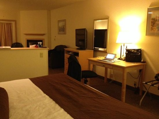 Best Western Lighthouse Suites Inn: Work Desk across from bed and between bathroom area and livingroom area