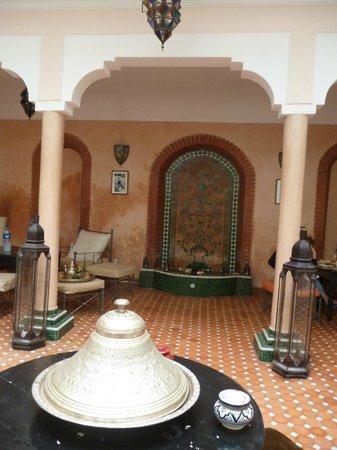 Riad Helen: breakfast area, pure Moroccan style