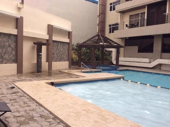 Circle Inn - Iloilo City Center: Pool area