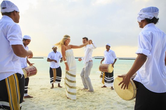 Veli Spa at Kurumba Maldives: Vihamanafushi Local Budu Beru & renew of vows