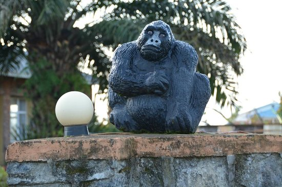 Hotel Muhabura: Gorilla on hotel wall